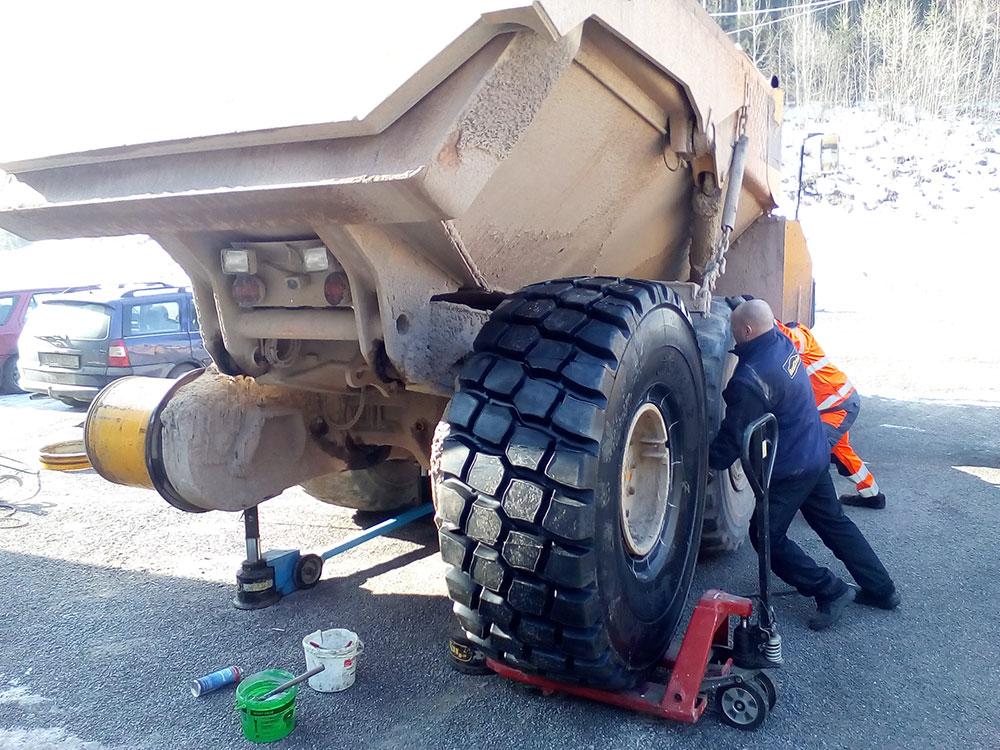 Přezouvnání EM pneu 2